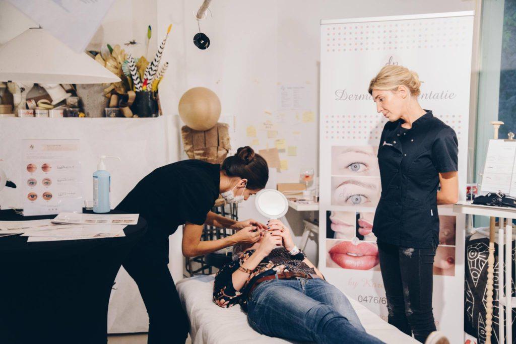 Karen tijdens een dermatopigmentatie op Belmodo Beauty Night