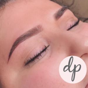 dermatopigmentatie jonge vrouw powder brows donkerbruin pmu